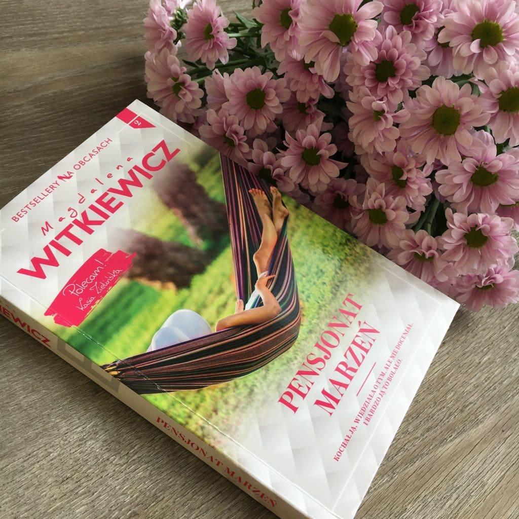 Kolejna przeczytana książka Magdaleny Witkiewicz, tym razem Pensjonat marzeń, 2 tom serii Bestsellery na obcasach.