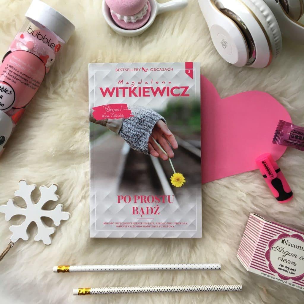 Kolejna przeczytana książka Magdaleny Witkiewicz, tym razem Po prostu bądź, 5 tom serii Bestsellery na obcasach.