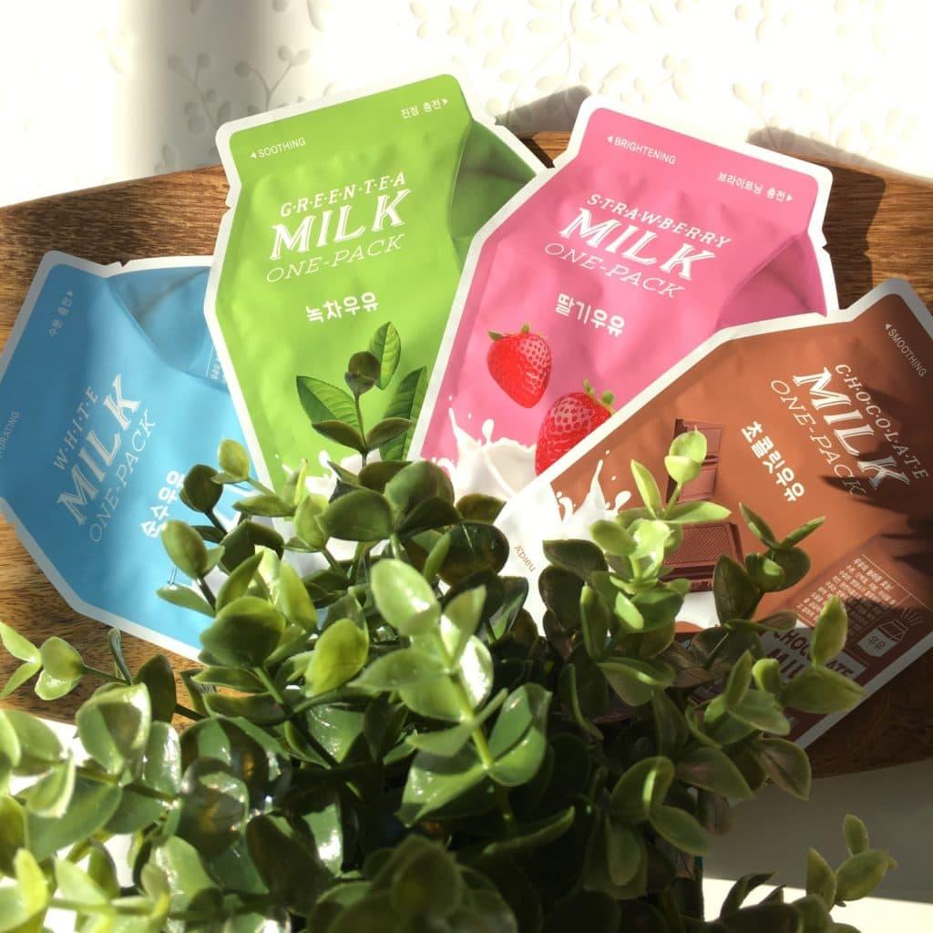 Moje pierwsze spotkanie z maskami w płacie A'pieu, Milk One-Pack w wersji: Chocolate, Green Tea, Strawberry oraz White.