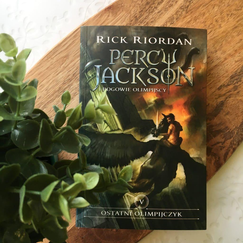 Dziś parę słów o książce Rick Riordan, Percy Jackson i bogowie olimpijscy, a konkretnie tom 5, czyli Ostatni Olimpijczyk.