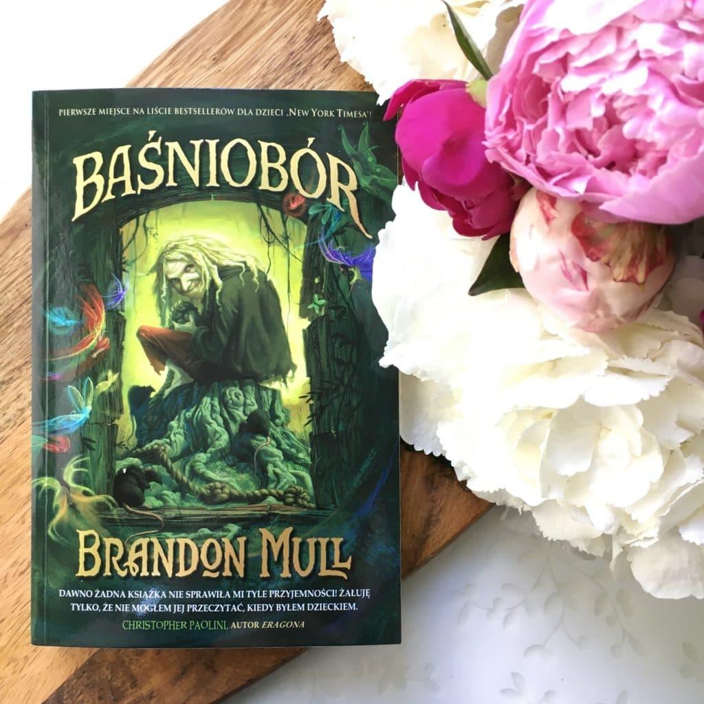 Brandon Mull i jego Baśniobór oraz moje wrażnia po lekturze.