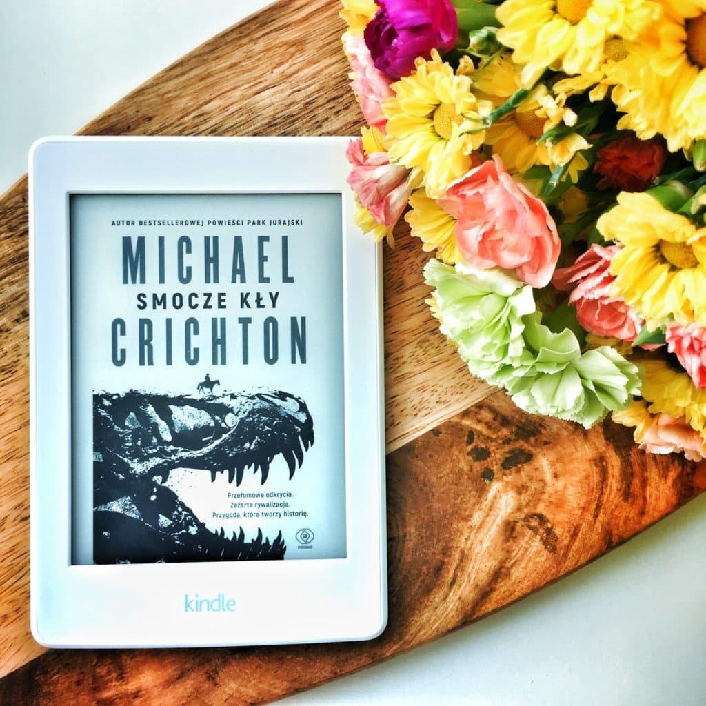 Michael Crichton i jego Smocze kły wydane przez Rebis, miały premierę 08.05.2018, a dziś moje wrażenia po jej przeczytaniu.