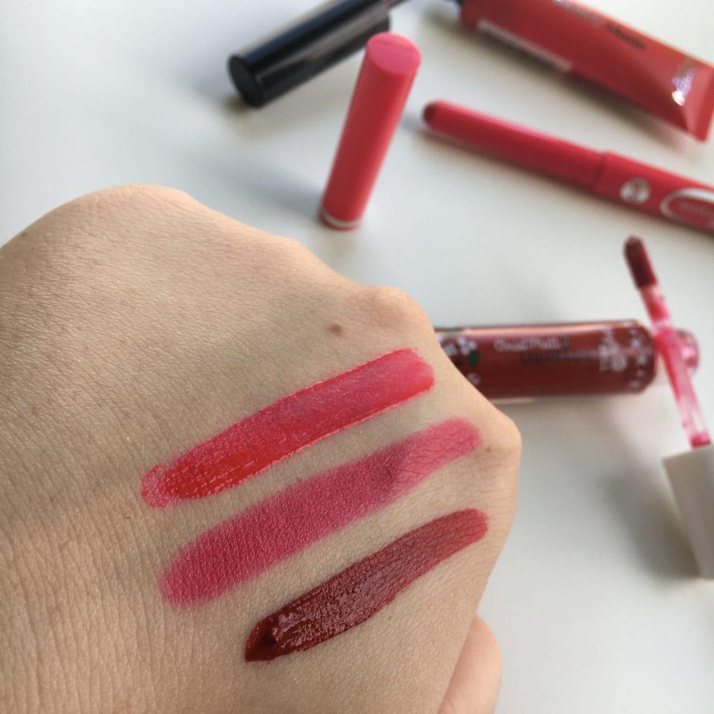 Od góry: L'oreal Paris – Lip Paint Matte – 204 Red Actually, Bell - HYPOAllergenic - Powder Lipstick - 05 oraz Bell – Liquid Lips – Christ Matt.